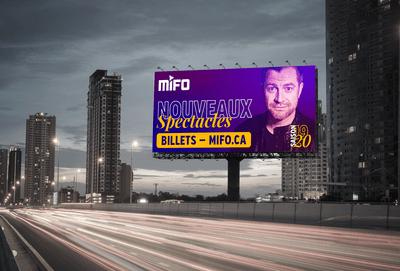 Publicité MIFO sur panneau routier mettant en vedette Patrick Groulx
