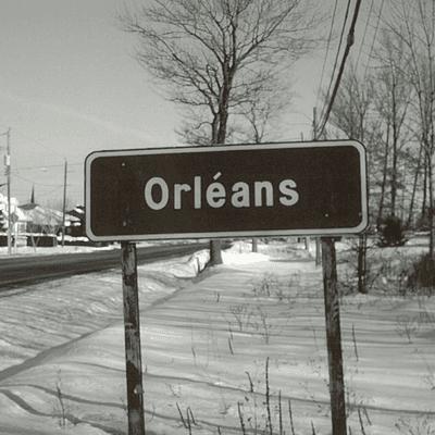 """Pancarte """"Orléans"""" sur le bord de la route"""