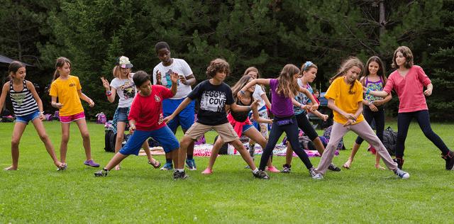 Adolescents qui dansent