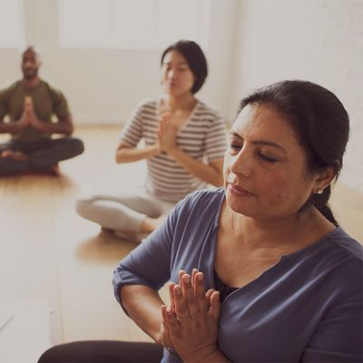 Femmes qui méditent